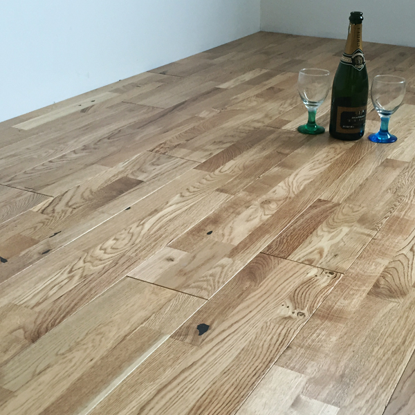 Abbey movilla oak rustic 3 strip 18mm lacquered solid wood for Abbey floor