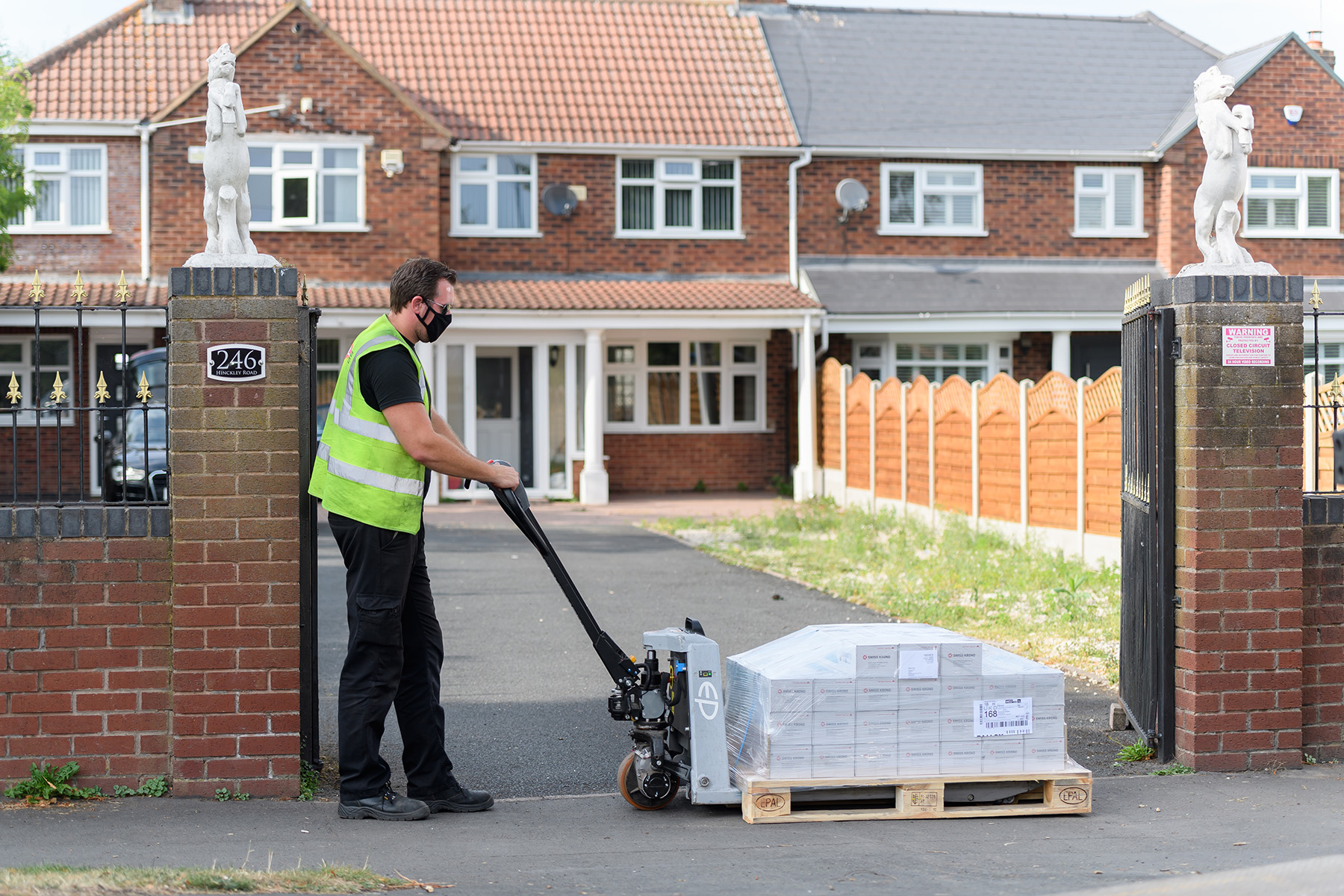 Kerb side delivery of laminate flooring