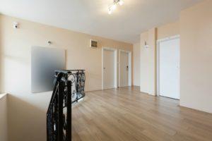 Image of room with horizontal flooring direction floor