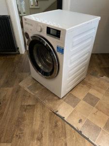 Vinyl Flooring Kitchen Fitting - Easing Appliances Back In